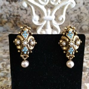 Jewelry - Lovely Vintage Screw Back Earrings